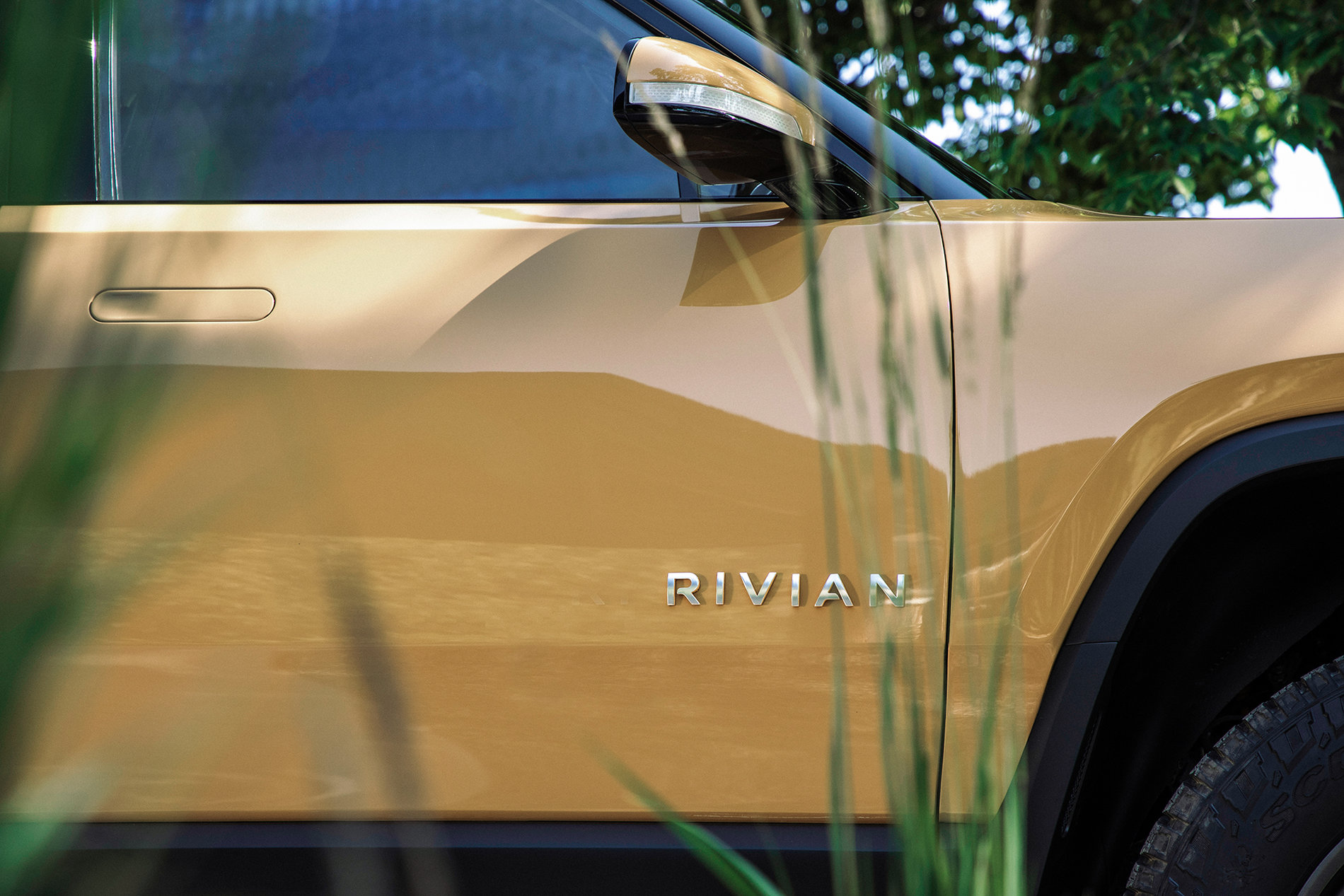 Rivian R1T Yellow Orange.jpg